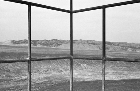 Intersecting logical or transversal intersection goemetrically equal to a superset of division times approaches the limit of incomplete infinity - 2013 / 7 tirages photographiques noir et blanc - 55 x 40 cm // Courtesy Julia Rometti & Victor Costales et Galerie Jousse Entreprises