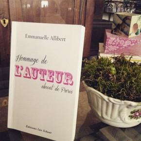 Hommage de l'Auteur absent de Paris, d'Emmanuelle Allibert
