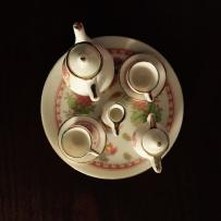 Mini service à thé en porcelaine