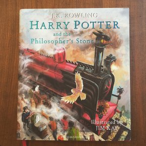 Harry Potter and the Philosopher's Stone de J. K. Rowling, éditionillustrée