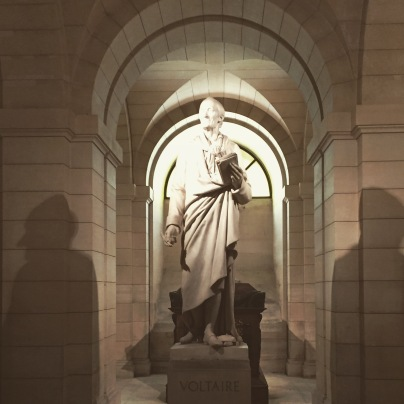 Statue et tombeau de Voltaire