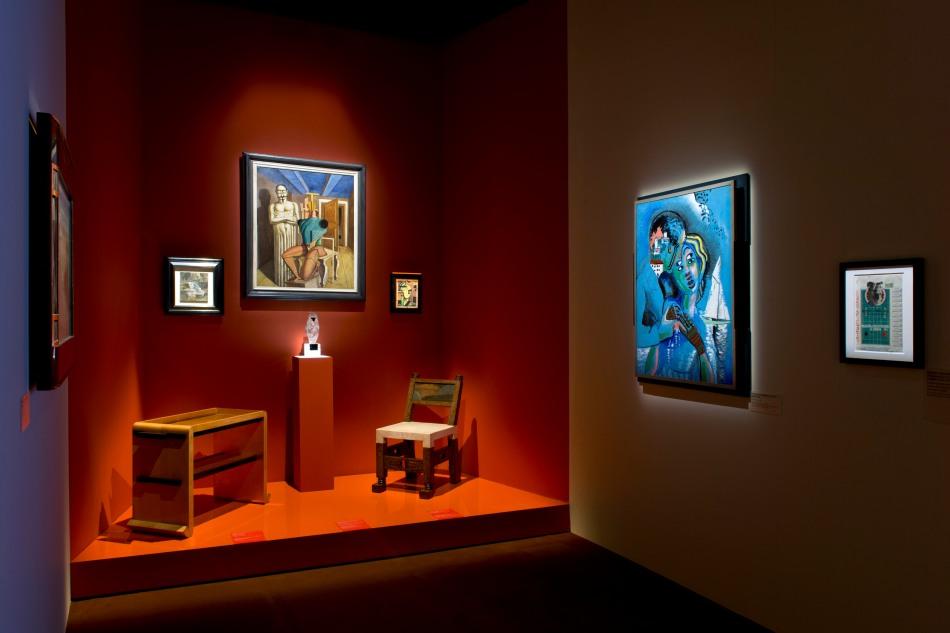 Vue de l'exposition « Jacques Doucet – Yves Saint Laurent, Vivre pour l'Art » à la Fondation Pierre Bergé – Yves Saint Laurent © Luc Castel