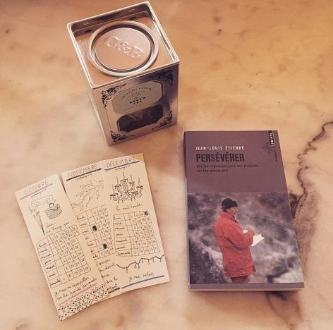 12. 13. et 14. Des marques pages calendrier, un livre de poche et du thé