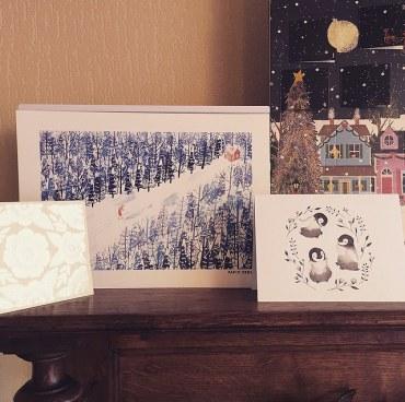 9. 10. et 11. Deux jolies cartes de vœux et une affiche