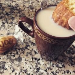 Tremper une madeleine dans du thé