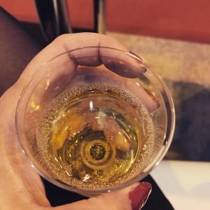 Du champagne (et une manucure flinguée)