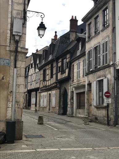 Bourges - extérieur jour