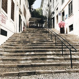 Escalier escarpé (Chiado)