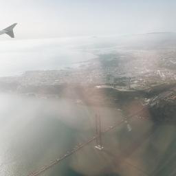 Lisbonne vue du ciel, dans un avion qui s'appelle José Saramago