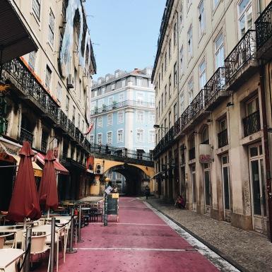 Rue rose