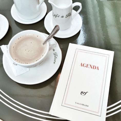 Prendre un café au Flore avec mon agenda Gallimard