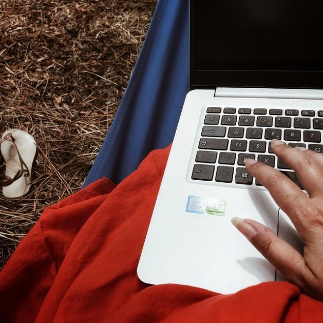 Ecrire dans le hamac