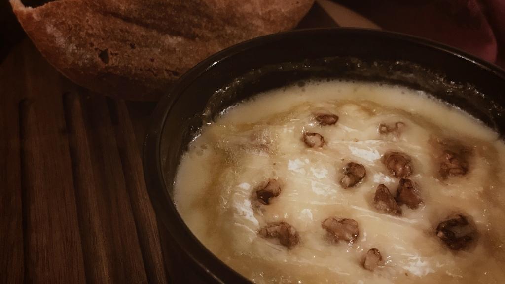 Saint-Félicien rôti aux noix