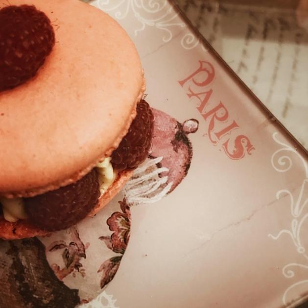 Gourmandise : macaron à la framboise