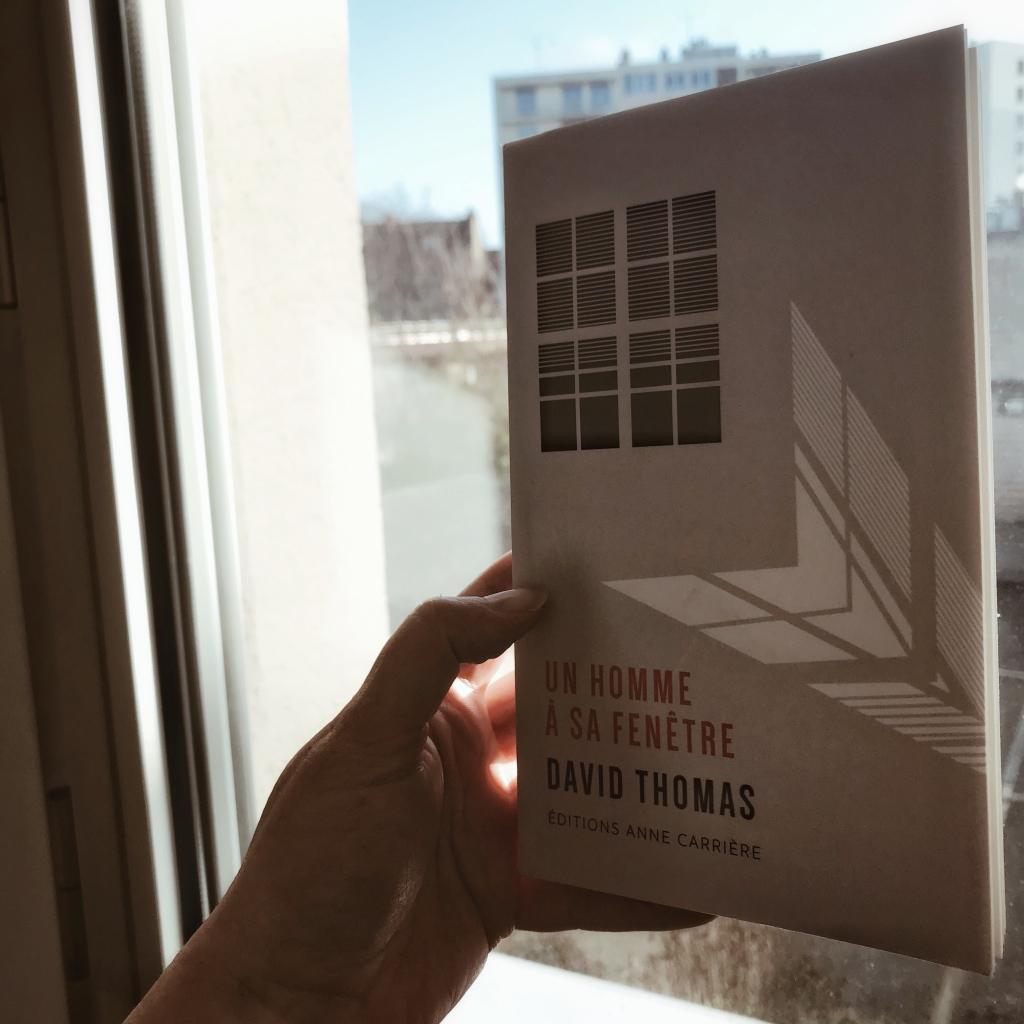 Un homme à sa fenêtre, de David Thomas : les choses de la vie