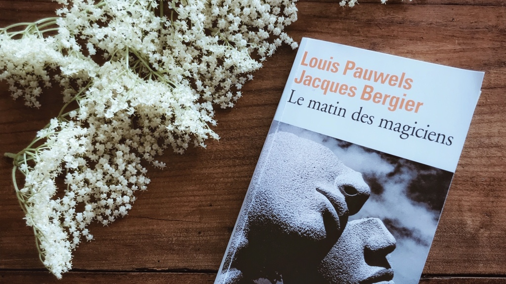 Le matin des magiciens de Louis Pauwels et Jacques Bergier : une manière poétique d'habiter le monde