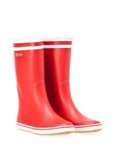 9. Des bottes rouges