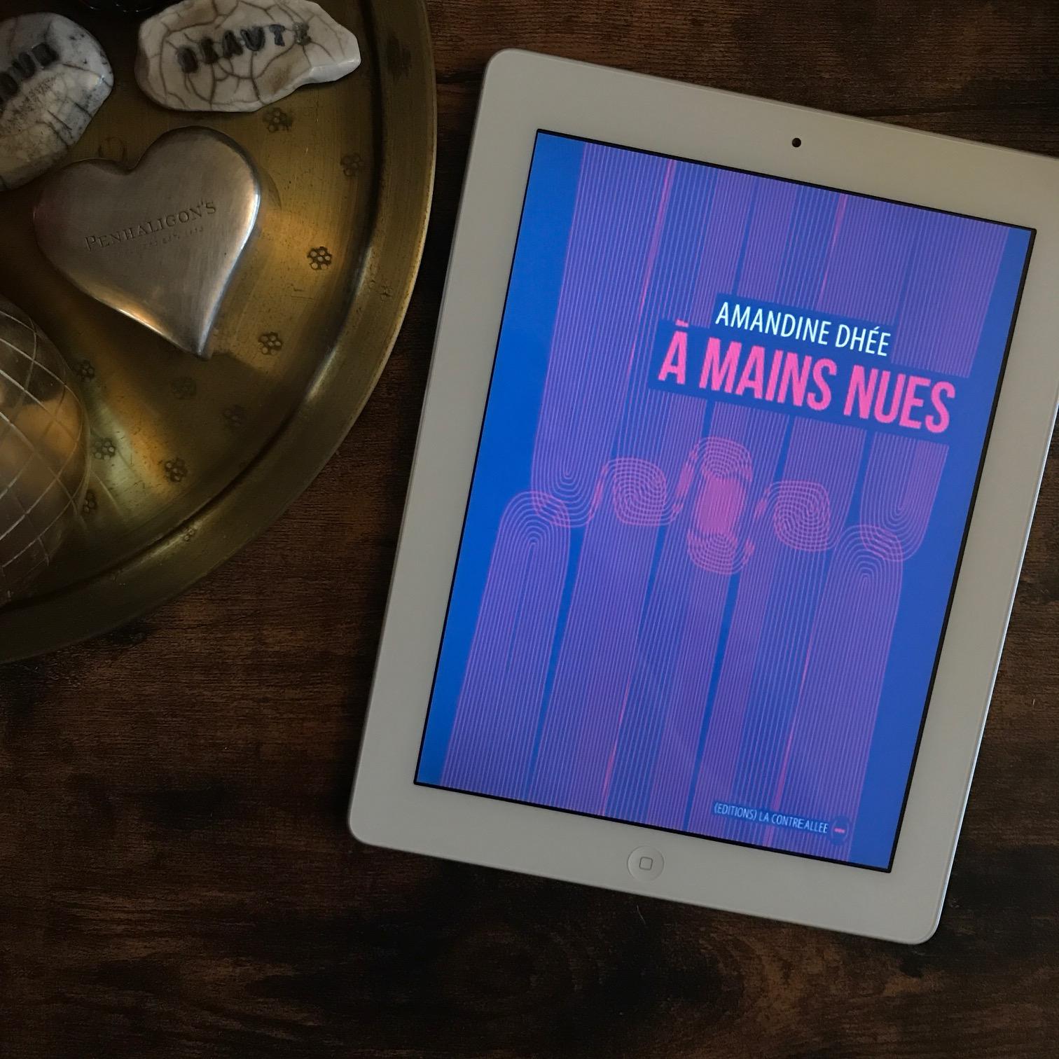 A mains nues, d'Amandine Dhée : devenir femme