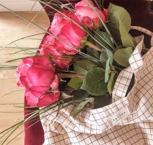 Voici des roses