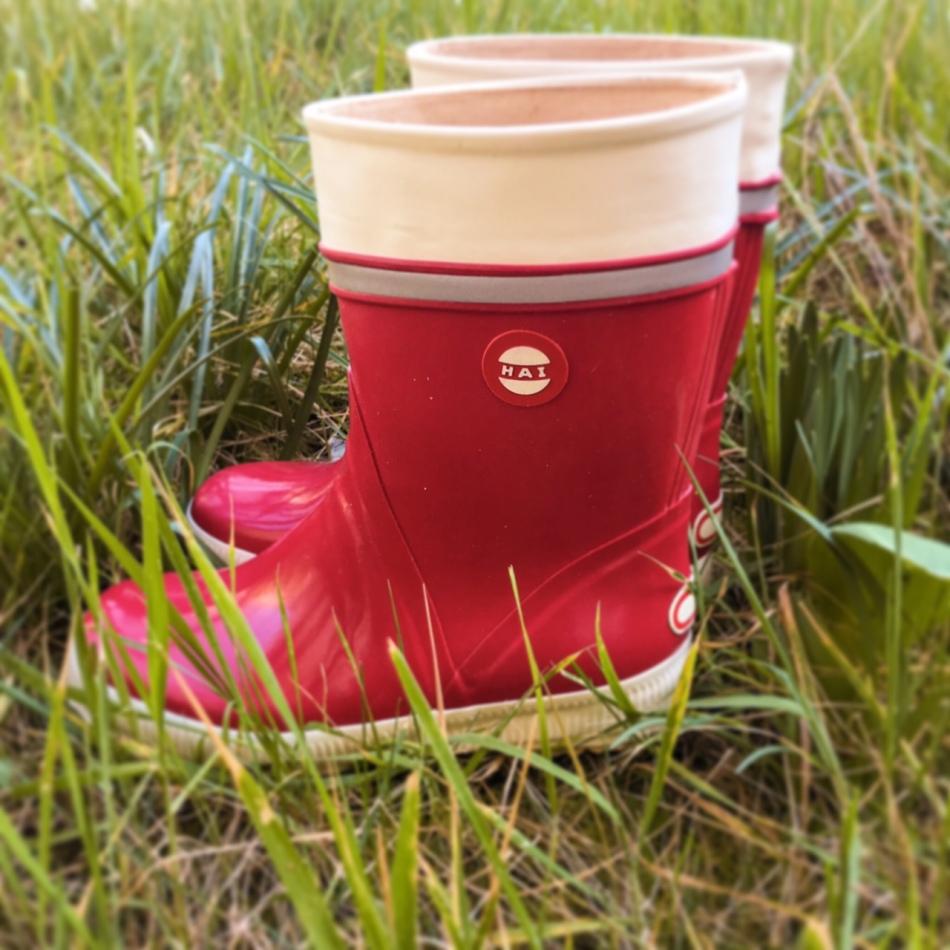des bottes de pluie rouges