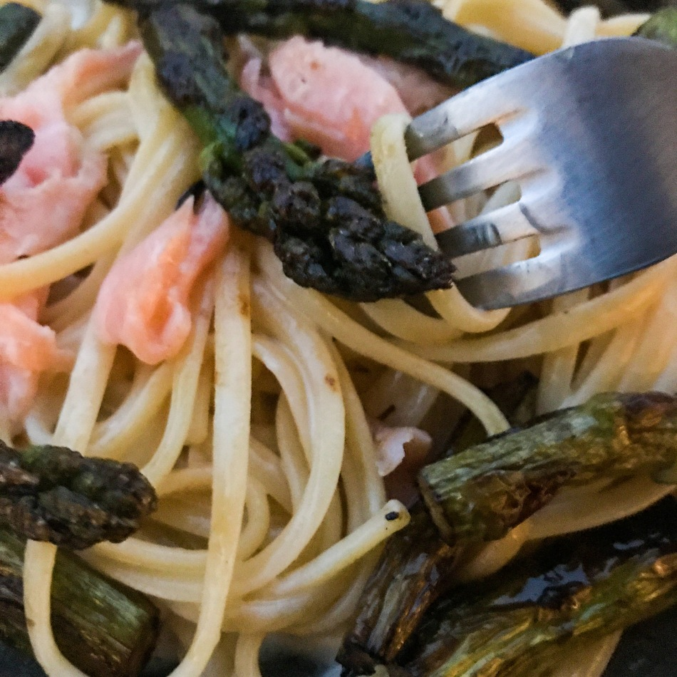Linguine aux asperges et au saumon fumé